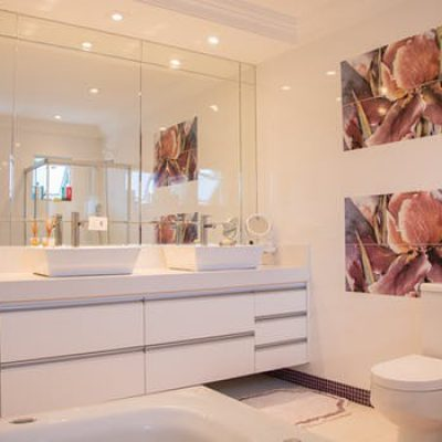 מינדי פקשר - רווח מקיר לקיר אדריכלית תמונה תכנון חדרי רחצה